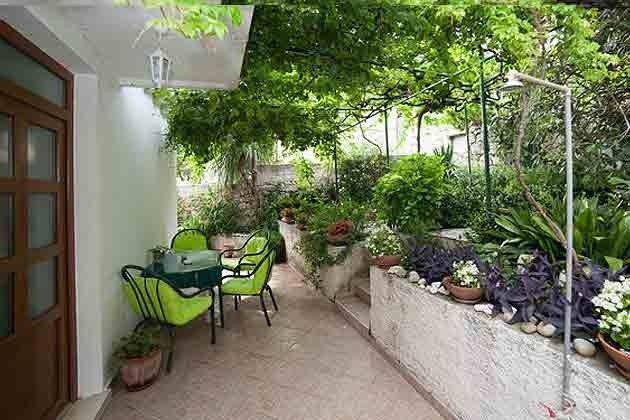 Terrasse vor dem Haus 2001-29