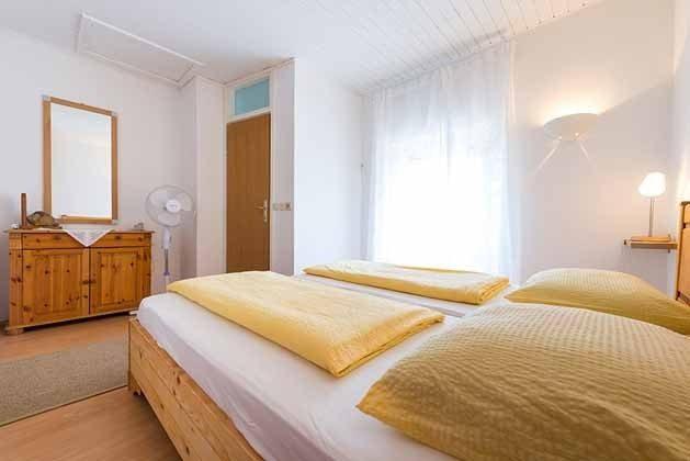 Schlafzimmer mit Doppelbett - Bild 2 - Objekt 201117-2
