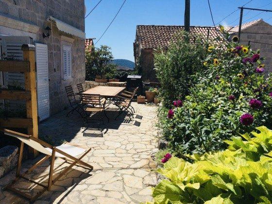 Terrasse vor der Wohnung im EG - Bild 2 - Objekt 201117-3