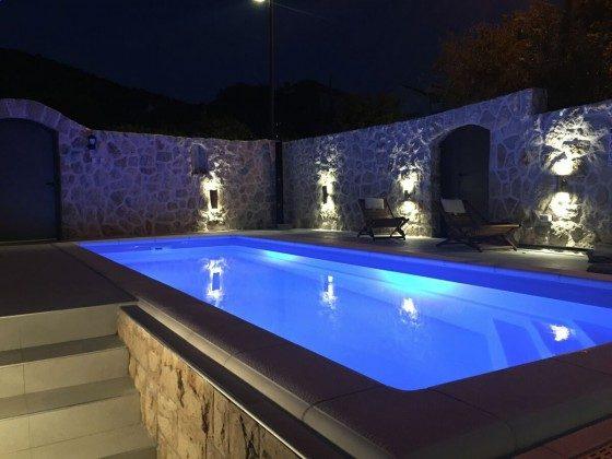 Abendbeleuchtung am Pool - Objekt 201117-3