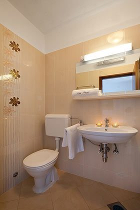 Duschbad großes Doppelzimmer