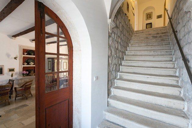 Treppe zum Obergeschoss - Objekt 94599-40