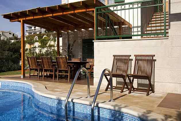 Ferienhaus Liza Terrasse und Pool