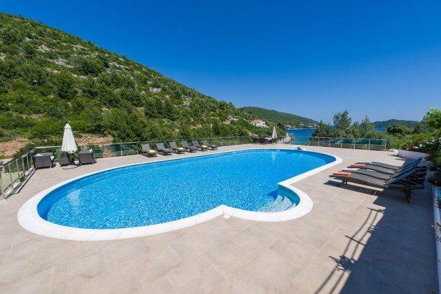 der ca. 100 qm große Pool - Objekt 138493-26