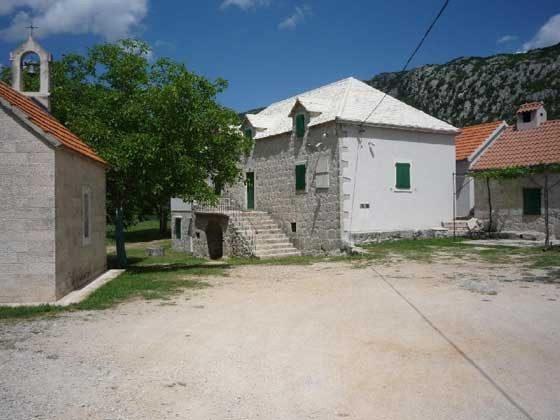 Nachbargebäude und Vorplatz - Objekt 138495-26