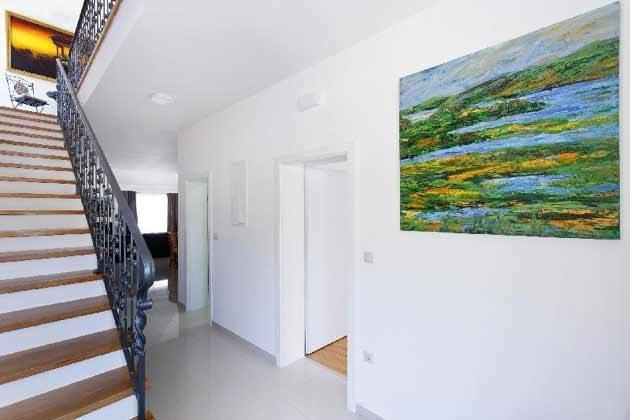 Eingangsbereich und Treppe ins Obergeschoss - Objekt 138495-26