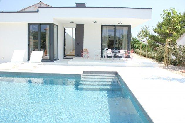 Ferienhaus und Pool - Bild 1 - Objekt 213869-1