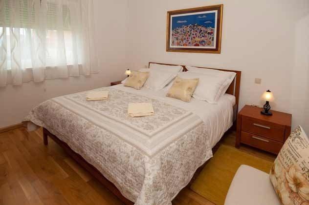 Apartment 2 Schlafzimmer 1 mit Doppelbett