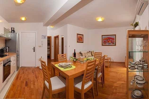 A1 und A2 Wohnraum mit Küchenzeile Beispiel