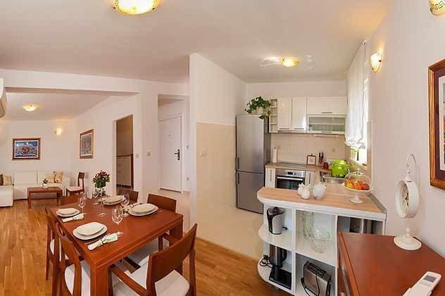 A3 Wohnraum mit optisch abgetrennter Küche