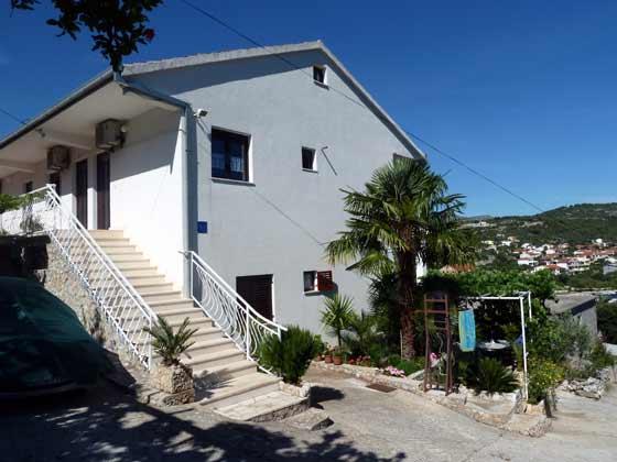 Treppe und Eingänge zu den Apartments - Objekt 2451-1