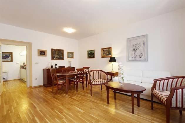 Wohnzimmer und Durvhgang zur Küche - Objekt 138495-27