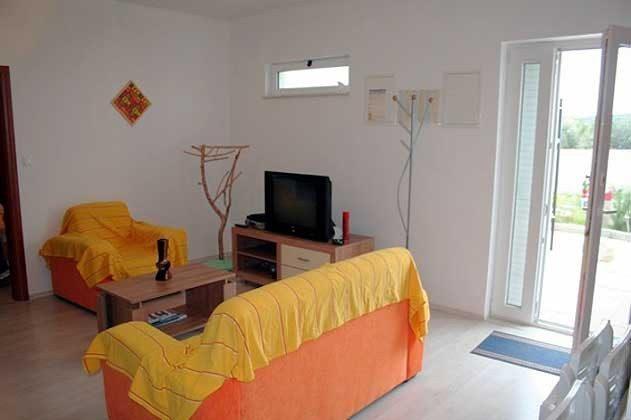 A3 Wohnzimmer mit Ausgang zur Terrasse