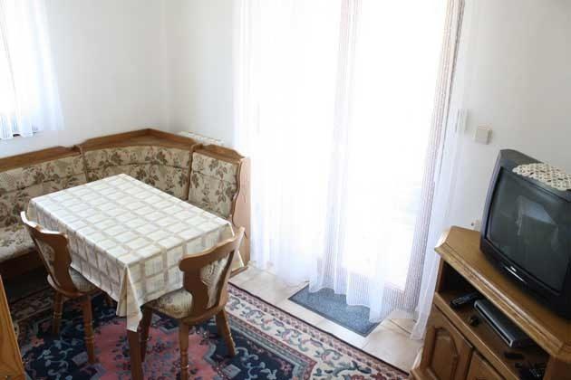 At 2 Esstisch im Wohnraum - Objekt  99794-1