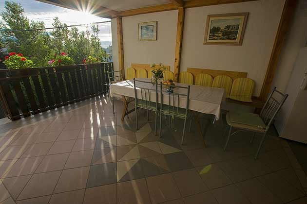 A4 Balkonterrasse vor der Küche