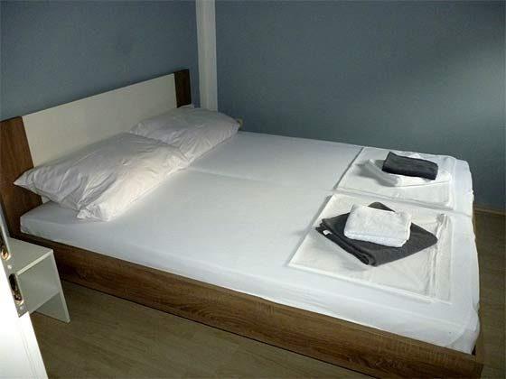 A1 Schlafzimmer 1 von 2 - Bild 1 - Objekt 173302-16