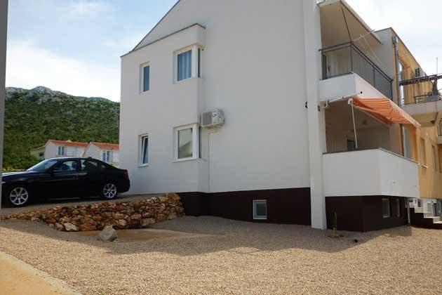 Haus und Parkplätze- Objekt 173302-23