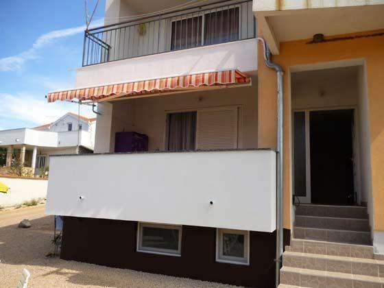 Eingang des Hauses und Balkon A1 - Objekt 173302-23