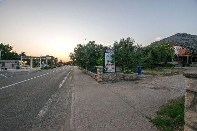 Zufahrt zum Apartmenthaus - Objekt 173302-31