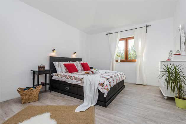 Schlafzimmer 1 von 4 - Objekt 196520-2
