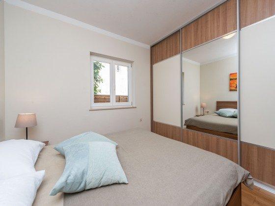 Schlafzimmer EG - Bild 3 - Objekt 173302-37