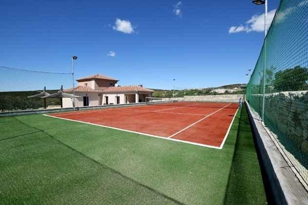 privater Tennisplatz neben der Villa - Objekt 196520-3