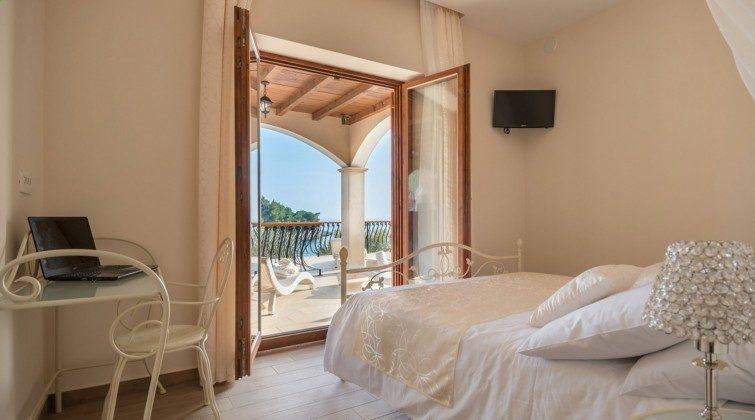 Schlafzimmer 1 von 6 - Objekt 138493-27