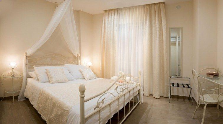 Schlafzimmer 2 von 6 - Objekt 138493-27