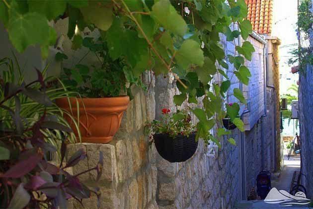 kleine Gasse zum Haus - Objekt 2001-46