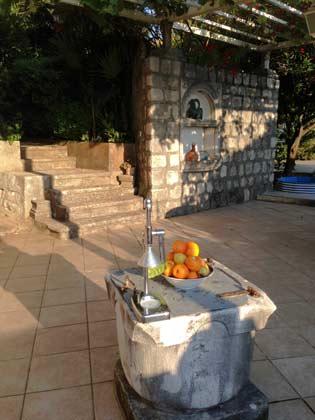 Terrasse mit Brunnen - Objekt 99211-1