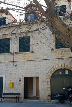 vorderer Eingang des Hauses - Ref. 2001-77