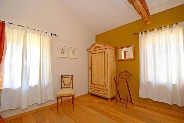 Schlafzimmer 1 von 4 - Bild 2 - Objekt 138493-16