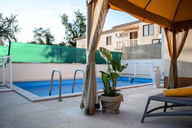 Pool und Poolterrasse - Bild 1 - Objekt 160284-302