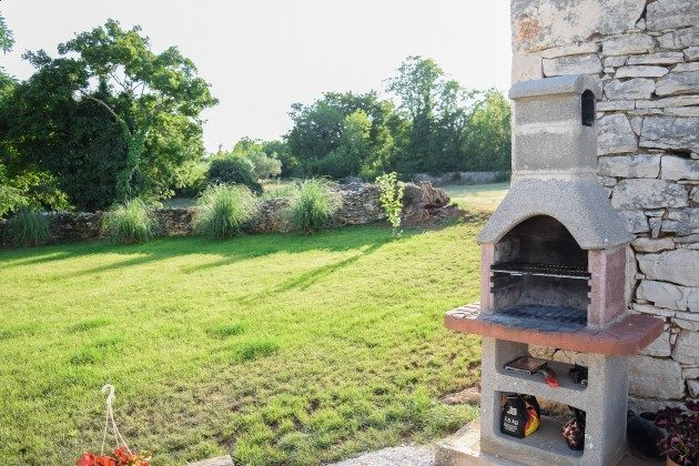 Gartengrill und Rasenfläche - Objekt 160284-302