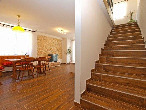 Treppe ins Obergeschoss - Objekt 160284-354