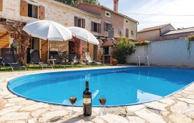 Ferienhaus und Pool - Bild 2 - Objekt 160284-185