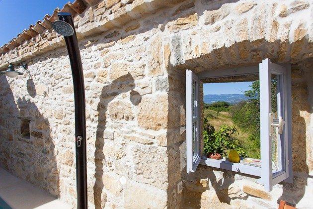 Blick aufs dem Fenster in Innenhof - Objekt 160284-20