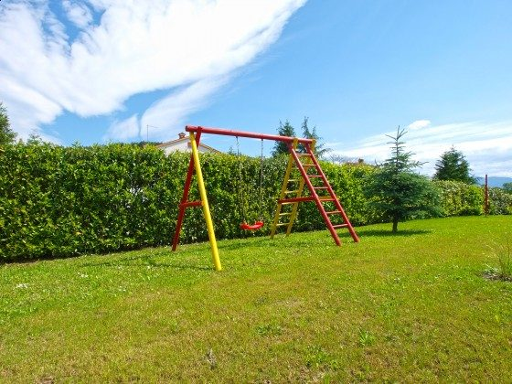 Kinderschaukel im Garten - Objekt 160284-299