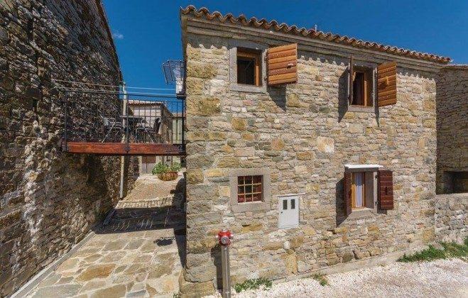 Ferienhaus und Balkon - Bild 1 - Objekt  225602-4