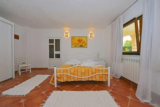 Schlafzimmer 1 von 4 - Bild 3 - Objekt 138493-14