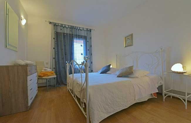 Schlafzimmer 2 von 4 - Objekt 138493-14