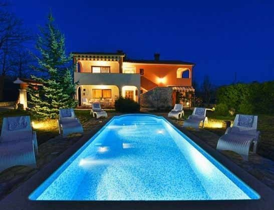 das Ferienhaus bei Nacht