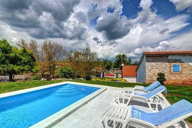 Pool und Poolterrasse - Bild 2 - Objekt 160284-103