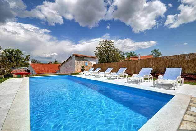 Pool und Poolterrasse - Bild 3 - Objekt 160284-103