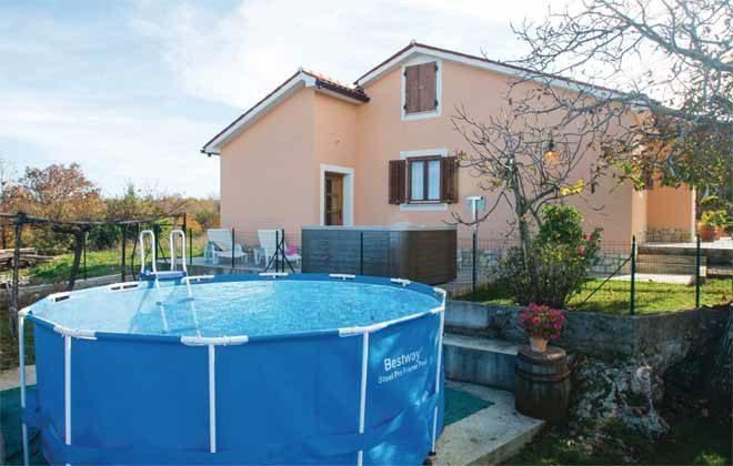 Schwimmbecken und Seitenansicht des Hauses - Objekt 160284-137