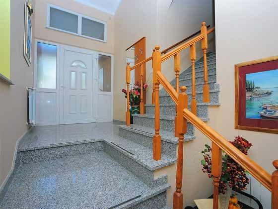 Eingang und Treppe ins Obergeschoss - Objekt 160284-144