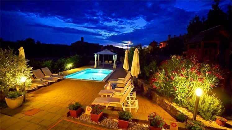 Abendbeleuchtung am Pool - Objekt 160284-144