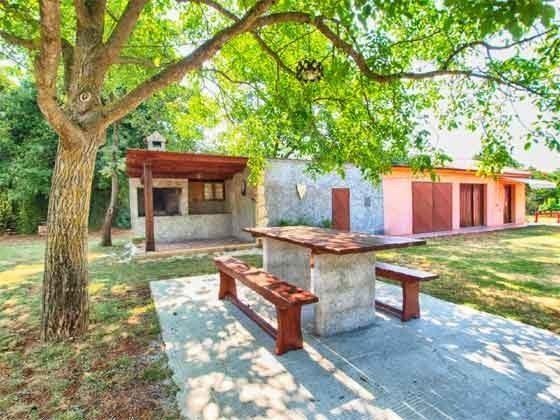 Sitzplatz im Garten und Grillterrasse  -  Objekt 160284-133