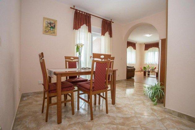 OG Küche und Durchgang zum Wohnzimmer - Objekt 160284-212