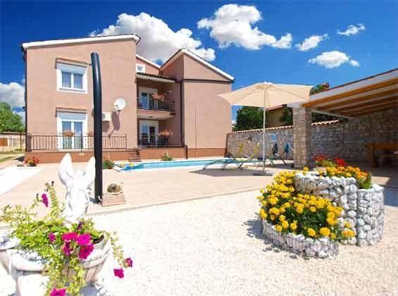 Haus und Pool - Bild 1 - Objekt 160284-212